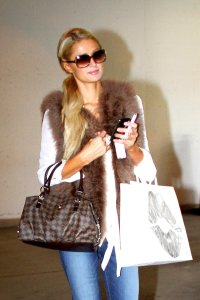paris_hilton_sunglasses_brown